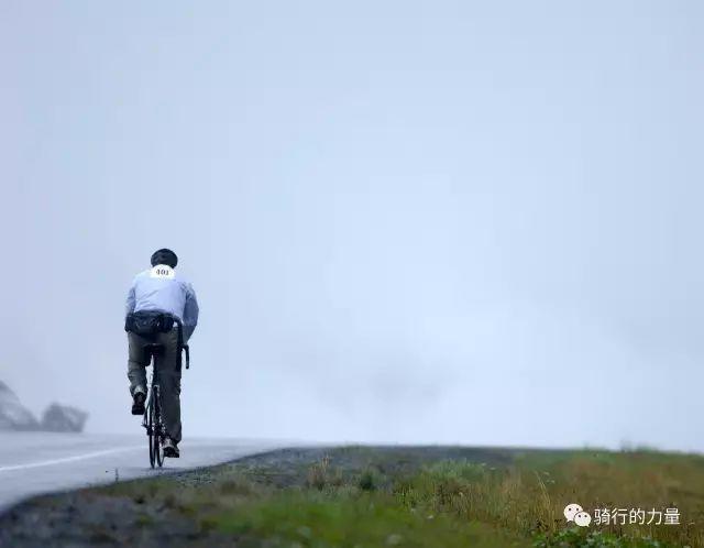 75岁骑行大神坚持40多年的骑行经验
